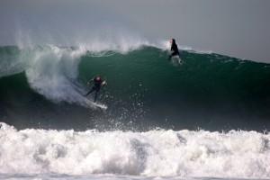 surfing-540759